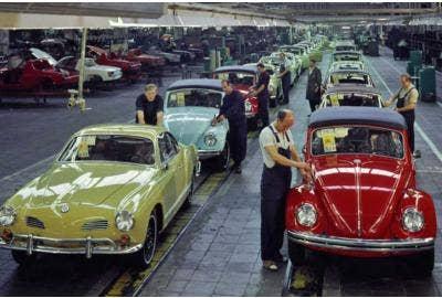 Karmann Ghia verlässt OsnaBruck in den 1960er Jahren
