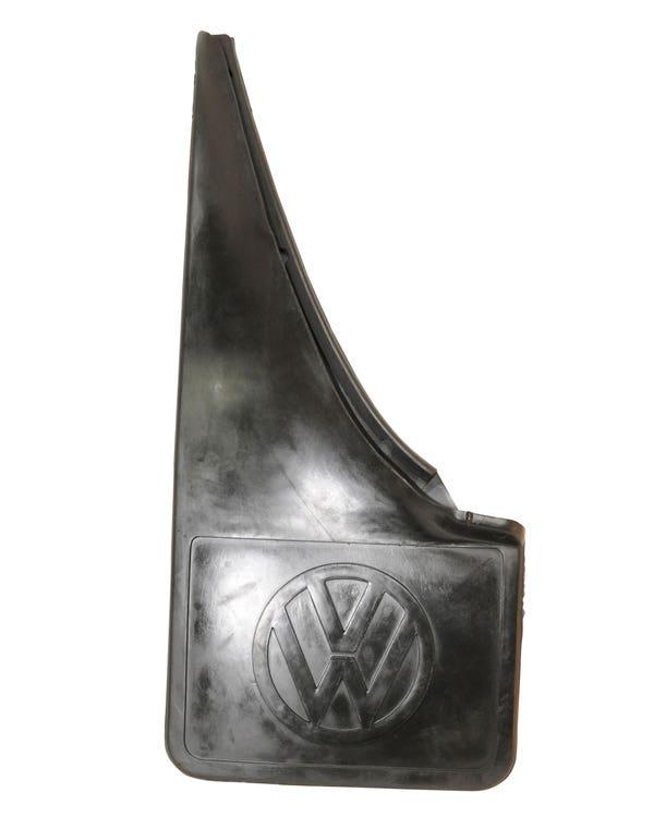 Guardabarros trasero izquierdo con logotipo VW