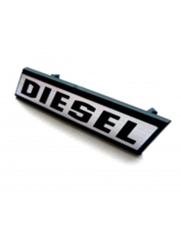 Emblem für den Frontgrill, Diesel, silberner Schriftzug mit schwarzer Umrandung