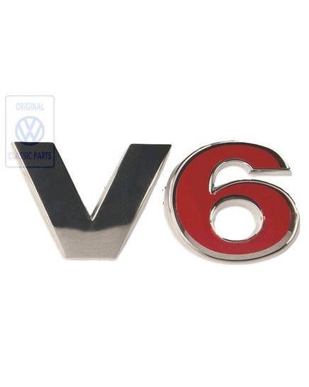 Emblem, hinten, V6, in Rot und Chrom