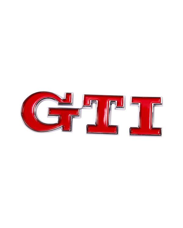 Insignia de GTI trasera en rojo