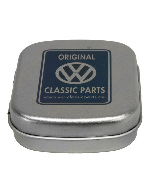 Bonbonschachtel aus Metall mit Classic Parts-Logo