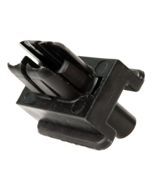 Rear Wing Clip for Mounting Plastic Bumpers