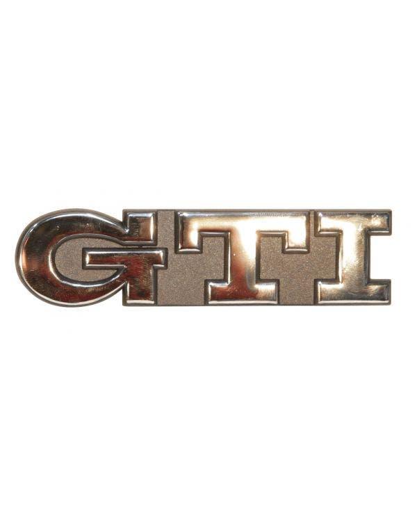 Emblem für die Heckklappe, GOLF GTI Schriftzug, chrom auf schwarzem Hintergrund