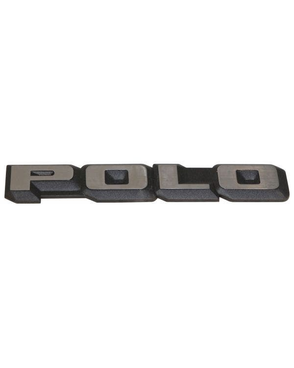 Insignia trasera - Polo en negro y cromo para modelos Notchback