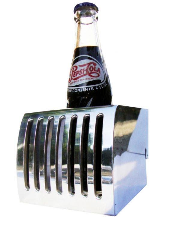 Getränkehalter am Armaturenbrett, poliertes Aluminium